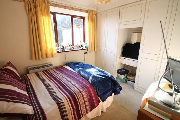 Thumbnail Flat to rent in 16 Magpie Hall Lane, Bromley