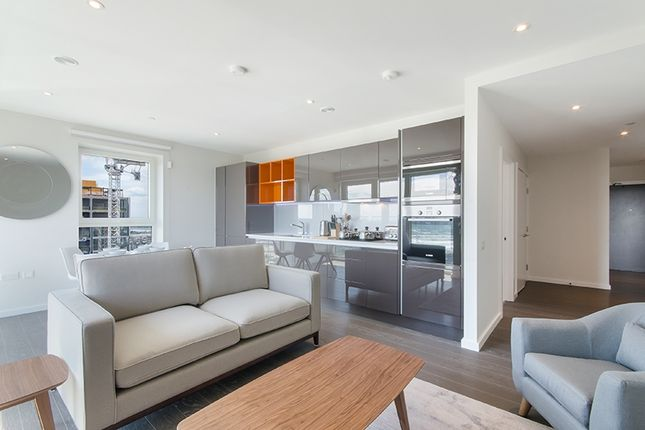 2 bed flat to rent in Glasshouse Gardens, Cassia Point, Stratford