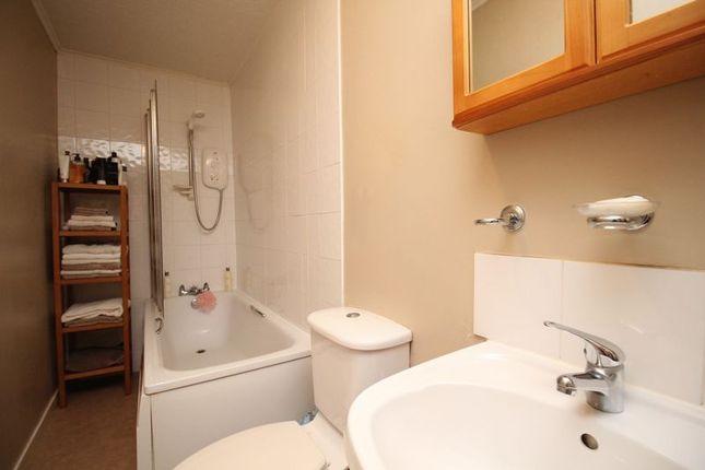 Bathroom of Harcourt Road, Kirkcaldy KY2