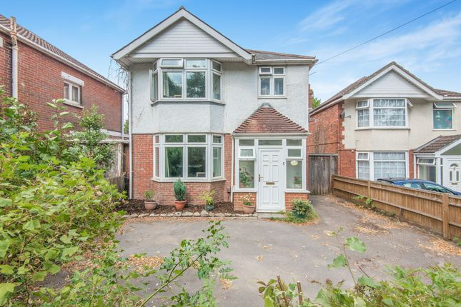 Thumbnail Detached house for sale in Bassett Green Road, Southampton