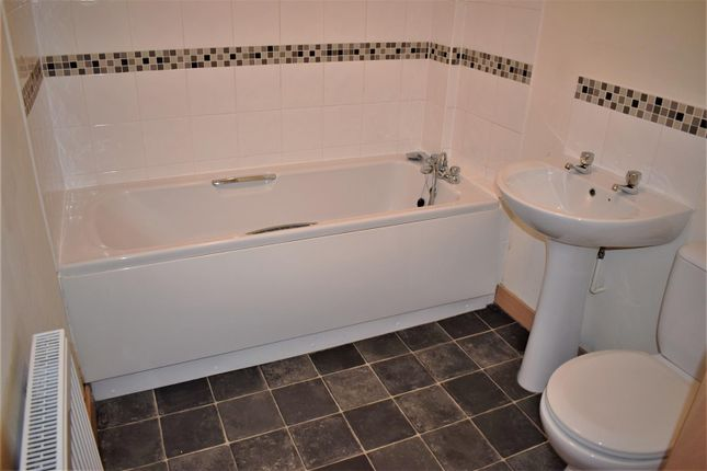 Bathroom of Heathside, Heath End Road, Nuneaton CV10