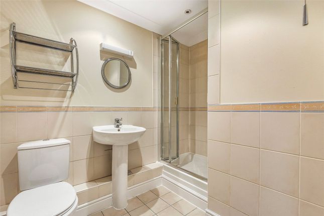 En-Suite of Castle Gate, 114 Castle Street, Reading, Berkshire RG1
