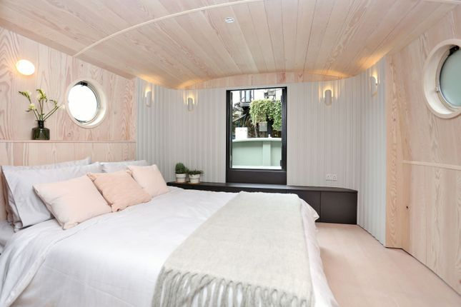 Bedroom of St Katharine Docks, Wapping E1W