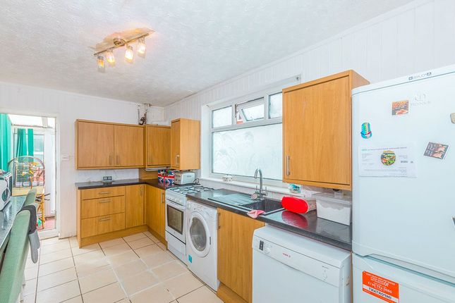 Kitchen of Tootal Drive, Salford M5