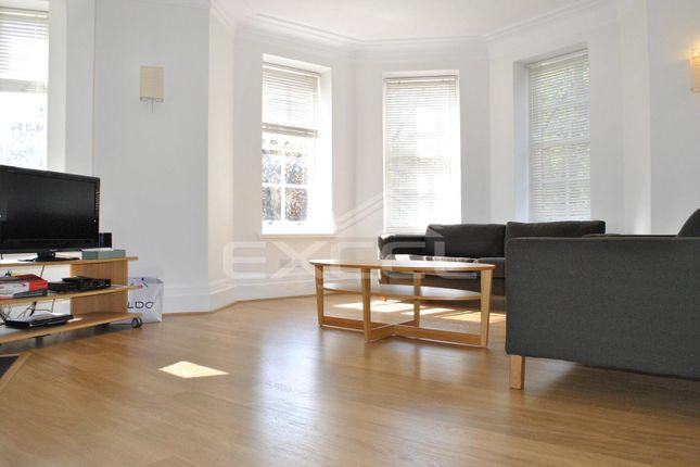 3 bed flat to rent in Grove Court, 24 Grove End Road, St Johns Wood NW8
