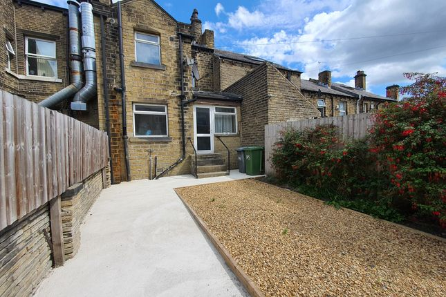 4 bed terraced house to rent in St. Johns Road, Birkby, Huddersfield HD1