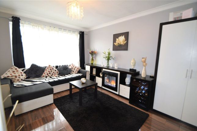 Thumbnail Flat for sale in Chiswick Close, Beddington, Surrey