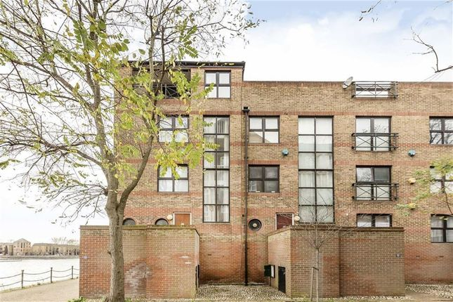 Thumbnail Property for sale in Onega Gate, London