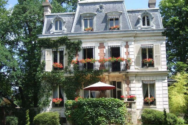 4 bed property for sale in Maisons-Laffitte, Paris, France