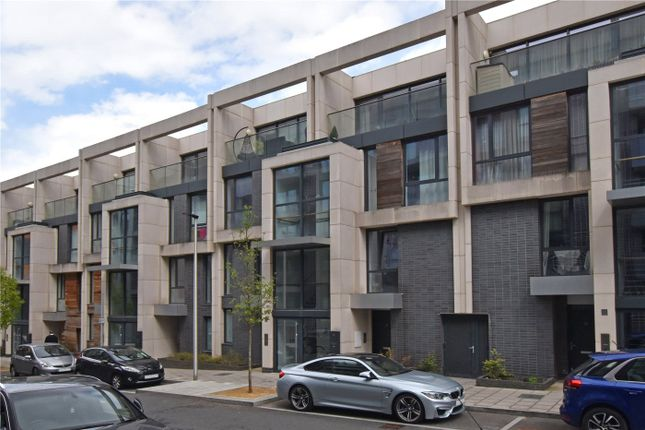 3 bed flat for sale in Hawthorne Crescent, Greenwich, London SE10