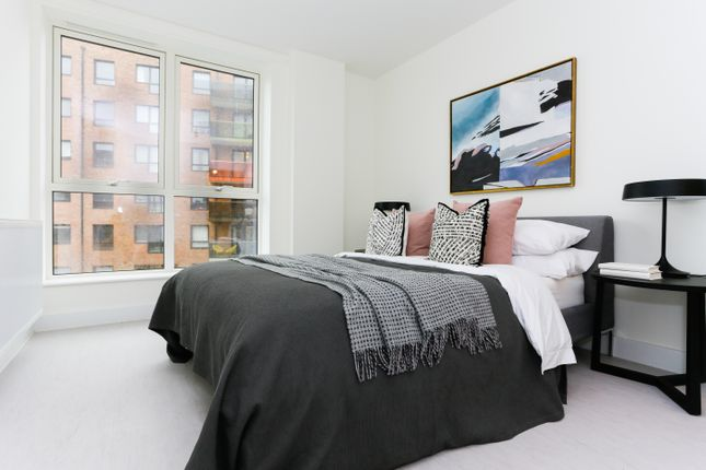 1 bedroom flat for sale in Troubridge Square, Walthamstow