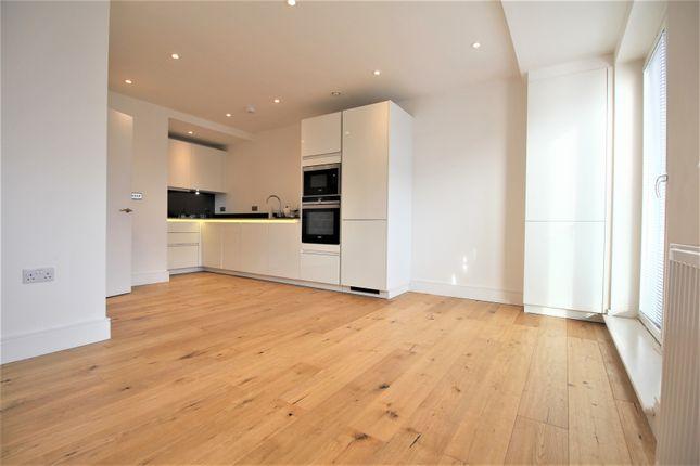 Thumbnail Flat to rent in Potters Bar Station Yard, Darkes Lane, Potters Bar