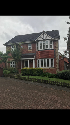 Thumbnail Room to rent in Crow Nest Drive, Leeds