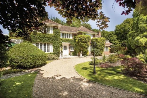 5 bedroom detached house for sale in Sarisbury Green, Southampton, Hampshire