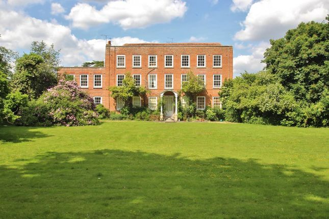 Thumbnail Flat for sale in Wood Lane, Beech Hill, Reading
