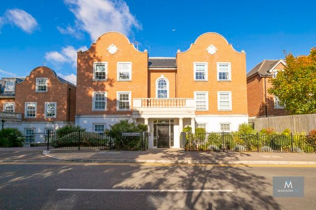 3 bed flat for sale in Manor Road, Chigwell IG7