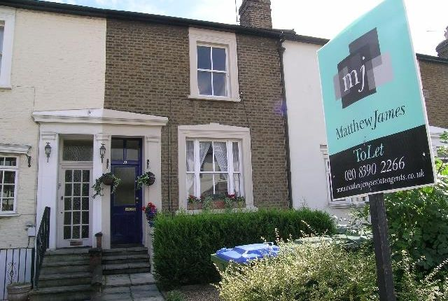 1 bed flat to rent in Claremont Terrace, Portsmouth Road, Thames Ditton KT7