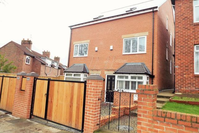 Thumbnail Town house for sale in Central Avenue, North Shields