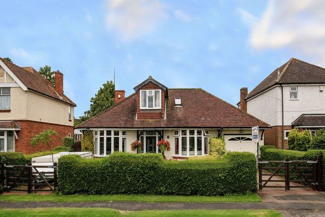4 bed property for sale in Manor Road, Tring