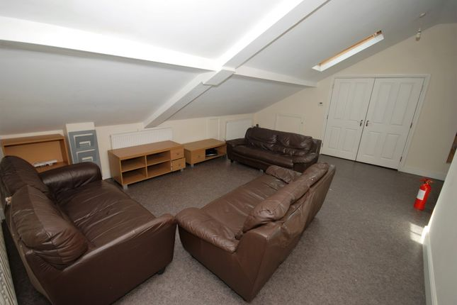 Thumbnail Flat to rent in 1-2 Clarendon Square, Leamington Spa
