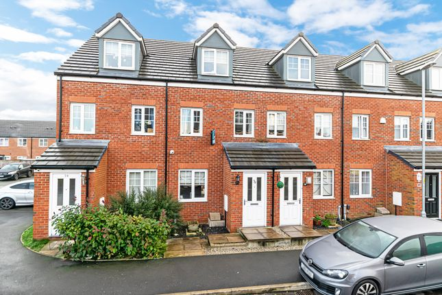 Thumbnail Town house for sale in Kerridge Drive, Warrington