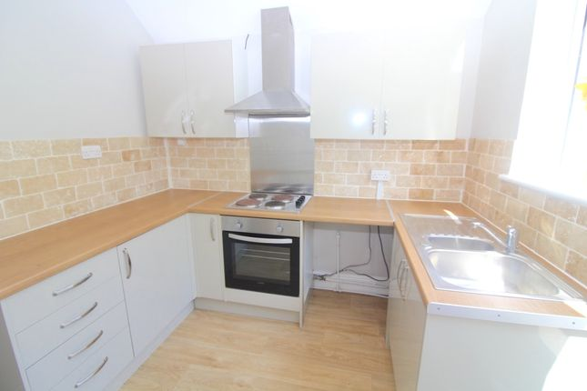 Thumbnail Maisonette to rent in Langland Road, Swansea