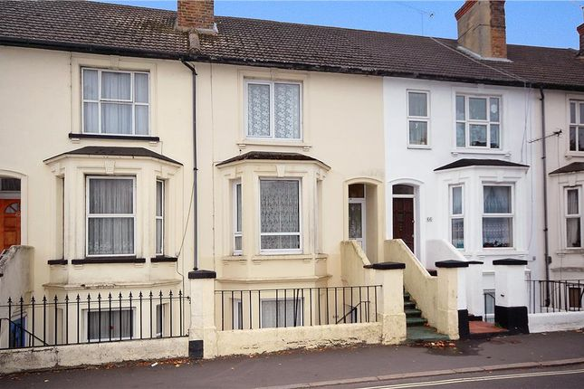 2 bed maisonette for sale in Queens Road, Aldershot, Hampshire