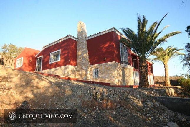 Thumbnail Villa for sale in Estepona, Costa Del Sol, Spain