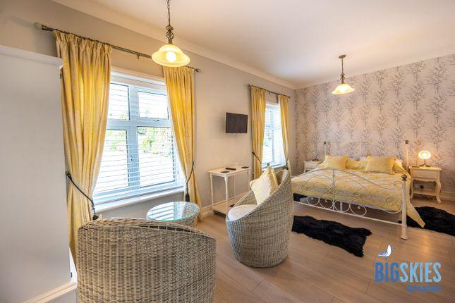 Yellow Room of Heacham Road, Sedgeford PE36