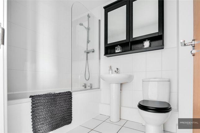 Bathroom of Dovecote Barns, Purfleet, Essex RM19