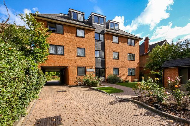 Thumbnail Flat to rent in Galsworthy Road, Kingston Upon Thames