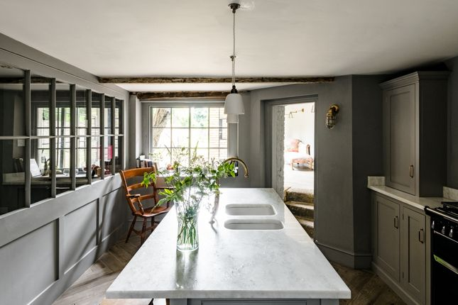 Thumbnail Terraced house for sale in Sutton Place, London