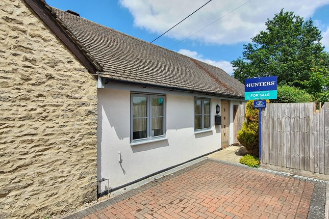 Thumbnail Bungalow for sale in Sunnyside Bungalow, Main Street, Fringford, Oxfordshire
