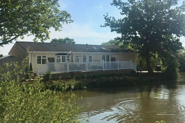 Thumbnail Mobile/park home for sale in Lake View Caravan Site, Crouch Lane, Winkfield, Windsor