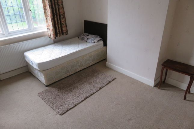 Room to rent in Sherborne Avenue, Norwood Green