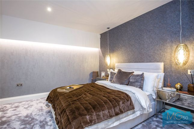 Thumbnail Flat for sale in Colney Hatch Lane, London