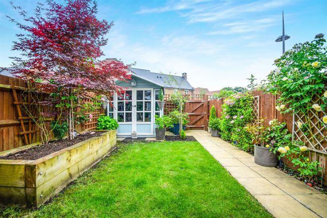 Garden of Beeches Way, Faygate, Horsham RH12