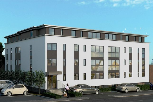 Thumbnail Flat for sale in Elizabeth House, East Grinstead, West Sussex