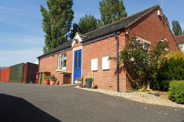 Thumbnail Bungalow to rent in Dean Road, Scunthorpe