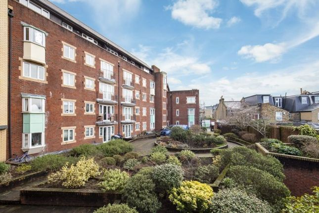 2 bed property to rent in Graham Road, London SW19