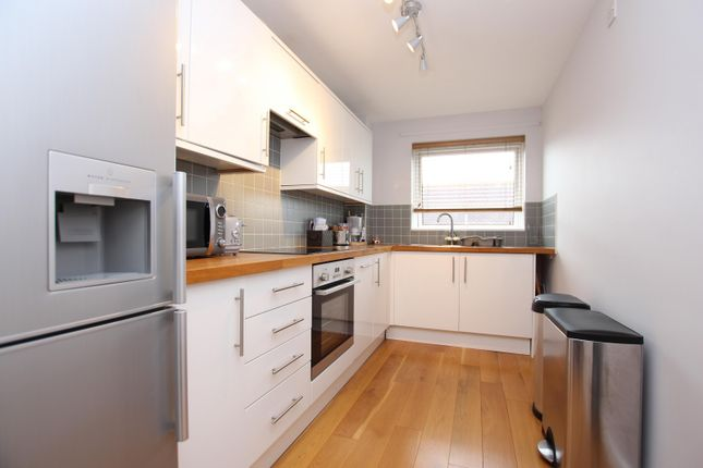 2 bed flat to rent in St. Georges Road, Worthing BN11