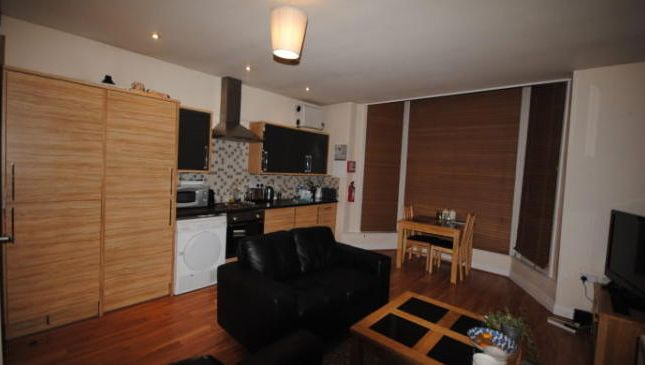 Photo 5 of Flat 1, Headingley, 38 Cardigan Road, Headingley LS6