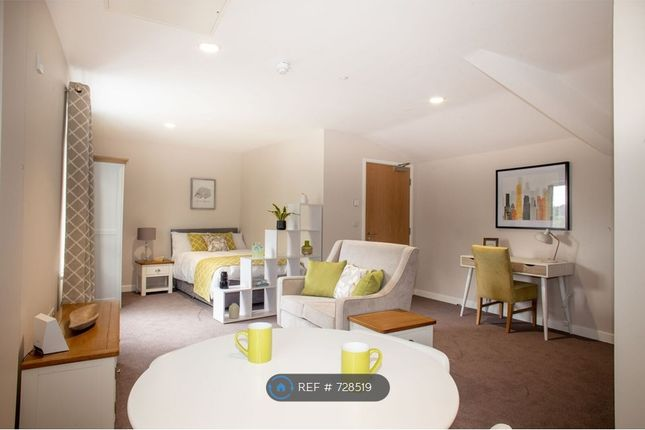 Thumbnail Flat to rent in Lynton Road, Bordon