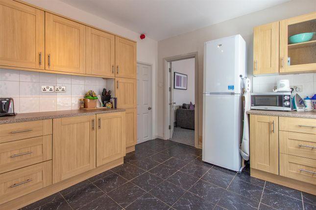 Bryngwyn Road Ds Kitchen (2)