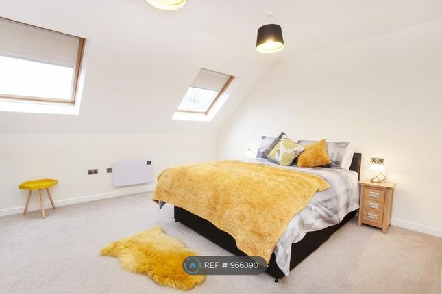 2 bed flat to rent in Monument Close, York YO24