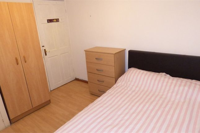 Thumbnail Room to rent in Shadwell Gardens, Shadwell / Aldgate