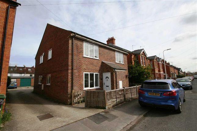 Thumbnail Flat to rent in Gloucester Road, Newbury