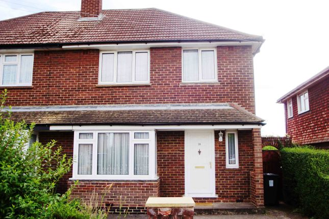 Thumbnail Shared accommodation to rent in The Crescent, Egham