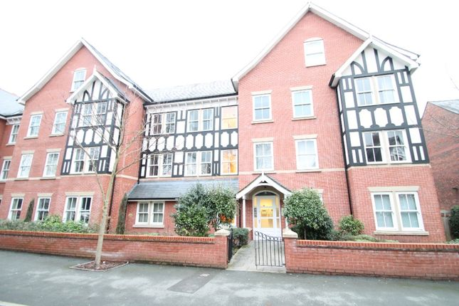 2 bed flat to rent in Groby Road, Altrincham WA14