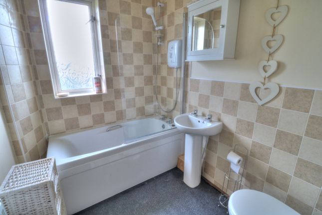Bathroom of Kemnay Gardens, Dundee DD4